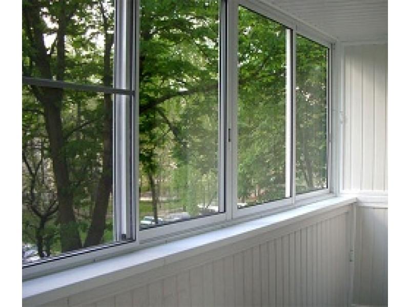 balkono stiklo balustradų sistema)